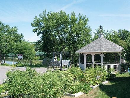 aux-jardins-de-la-riviere-gazebo